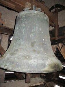 La plus grosse cloche de l'église datant de 1545